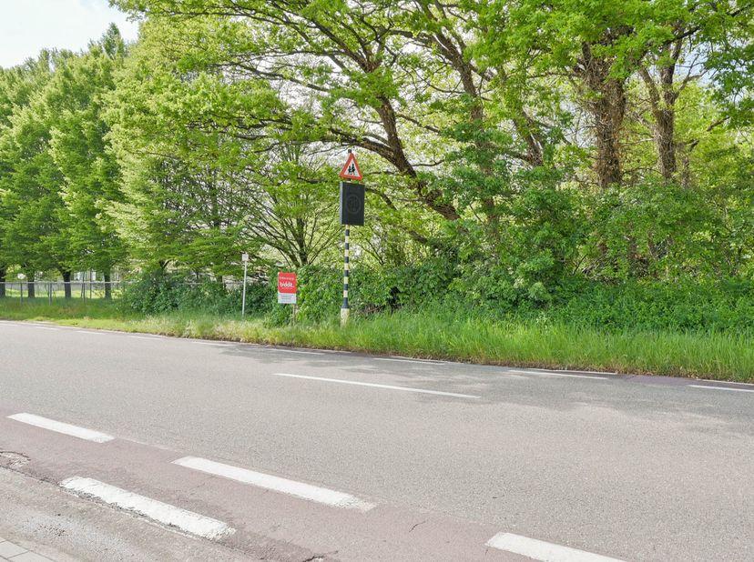 Een perceel bosgrond, gelegen aan de Westlaan met een oppervlakte van 1a 84ca; gelegen in woongebied, Gvg, Gmo, Gvv, Gvkr, geen overstromingsgevoelig