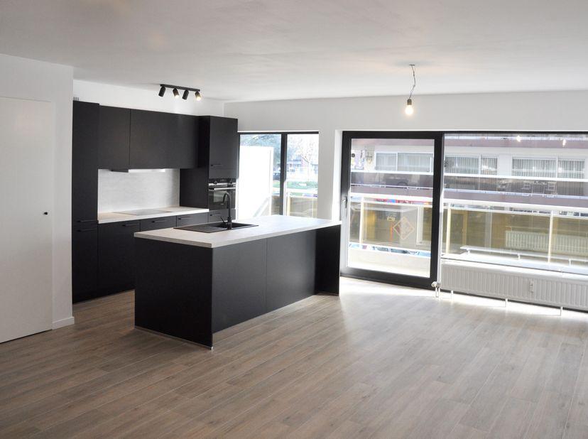Instapklaar, lichtrijk appartement nabij centrum Hasselt<br /> <br /> Dit volledig gerenoveerde appartement aan het Sint-Katarinaplein, op wandelafst