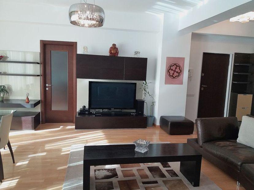 Cet appartement est entièrement rénové. Il se compose comme suit: un hall d'entrée, un living, une cuisine séparée équipée, 2 chambres à coucher.<br /