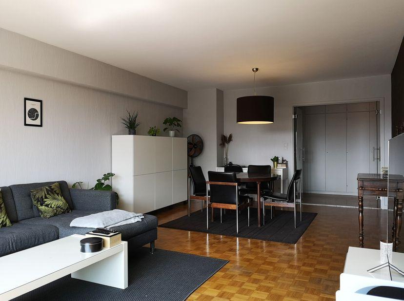 TE KOOP - enkel particulier, geen immokantoren of makelaars aub<br /> <br /> Aangenaam appartement met garage en prachtig zicht op de Schelde<br /> Ge