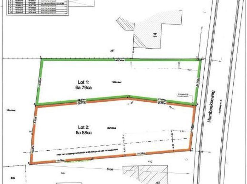 Lot 1: Een perceel bouwgrond voor halfopen bebouwing, gelegen aan de Humbeekseweg.  <br /> Bekend ten kadaster sectie C, deel nummer 39/A, 679 m&sup2