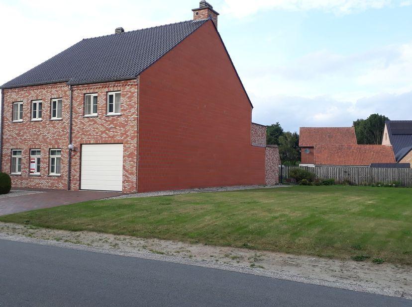 Uniek, rechtstreeks van eigenaar!<br /> Woning van 2011 met naastliggende grond voor tweede half-open bebouwing<br /> Grote woning ideaal voor gezinne