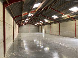 Loods, opslagplaats van 390m2 te Wijgmaal Leuven met grondoppervlakte van 32are. Ideaal voor iemand met een activiteit in de bouw of tuinaanleg, momen