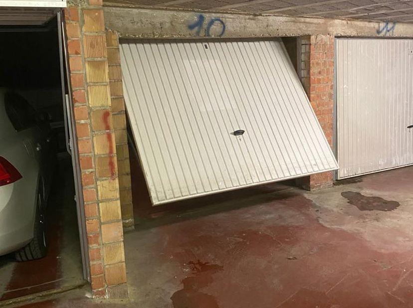 Un garage fermé sousterrain à louer, près de l'hôpital Heilig Hart (dans le centre de Leuven) à la maria van belstraat 13. La location est de 110 EUR/