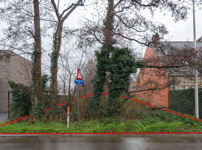 "Mooi gelegen perceel grond, ""Sint-Gertrudeheide"", deels in Woongebied en deels in Woonuitbreidingsgebied. Geen vergunning, geen dagvaarding, geen voor"