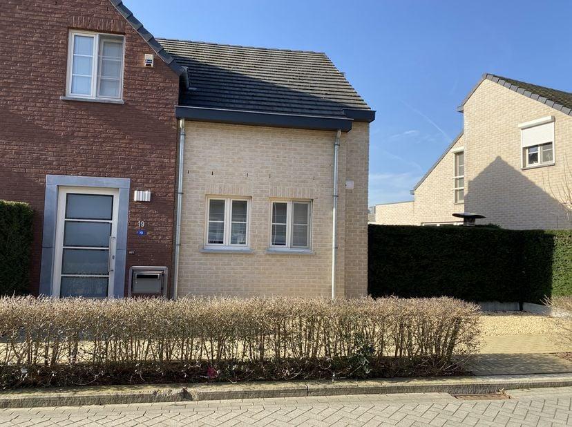 Dit prachtige huis gelegen in een mooie, rustige wijk in Merem, nabij het centrum van Bilzen. Het is volledig afgewerkt en is voorzien van alle comfor