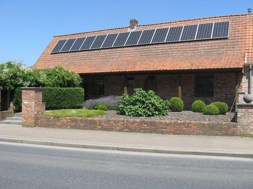 Mooie woningte koop op de wijk Don Bosco , Revinzestraat 25 Torhout. Goed onderhouden ruime woning op een mooi perceel grond. (7a16ca - KI 366 euro).