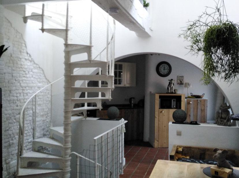 Charmante woning te koop in het hart van Klein Willebroek.<br /> Deze woning omvat inkomhal met toilet, aansluitend de leefruimte  doorgaand naar de o