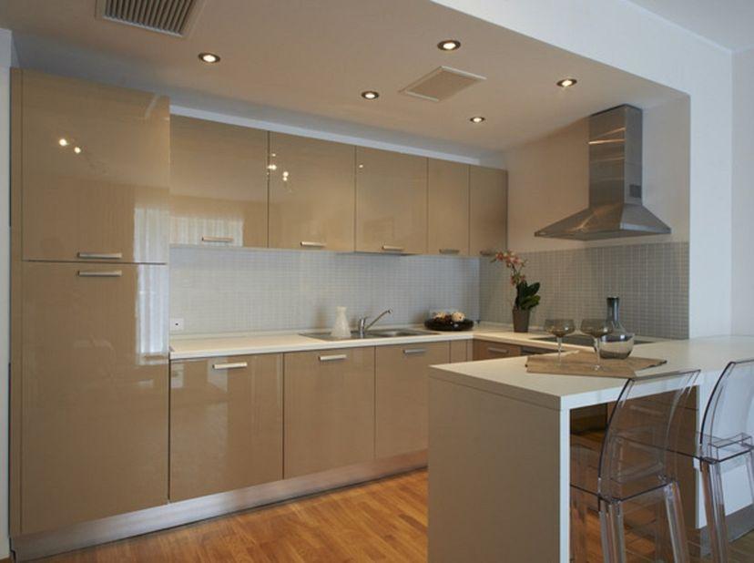 Mooi gemeubeld appartement in hartje Gent: 2 slaapkamers, ingerichte badkamer, grote living met open keuken. Aparte kelder en fietsenberging voorzien.