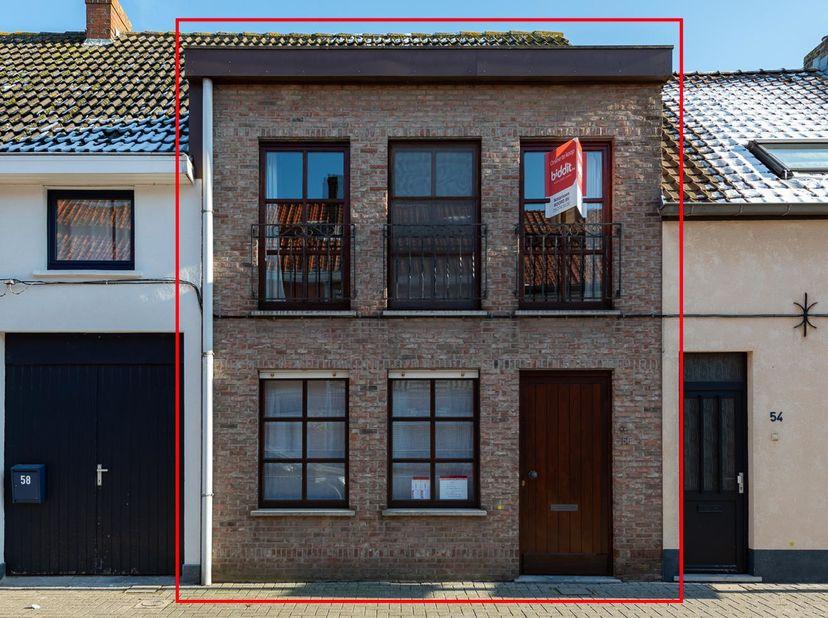 BIDDIT<br /> INSTAPKLARE WONING<br /> Met 2 slaapkamers. Oppervlakte 102 m². KI euro 647. EPC 270. Bwj 1987. Vrij van gebruik. In de nabijheid va