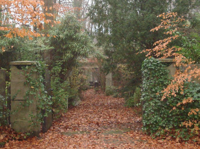 TE RENOVEREN VILLA/BOUWGROND<br /> Deze unieke villa is gesitueerd in een prachtige, rustige villawijk te Sint-Andries. De sterkte van dit perceel is