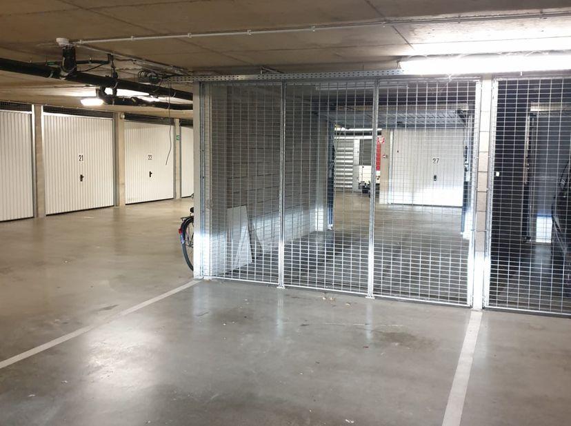nette ondergrondse staanplaats in recent gebouw<br /> gemakkelijke in en uitrit