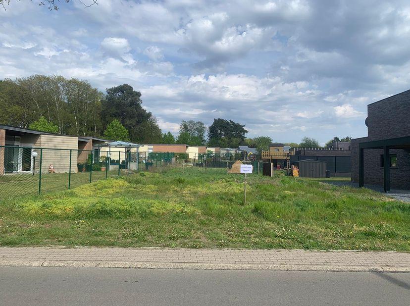 LOT 1 PLATTEGROND<br /> Perfect gelegen bouwgrond voor open bebouwing in Houthalen-Helchteren.<br /> Afstand tot scholen: 1km<br /> Afstand tot Centru