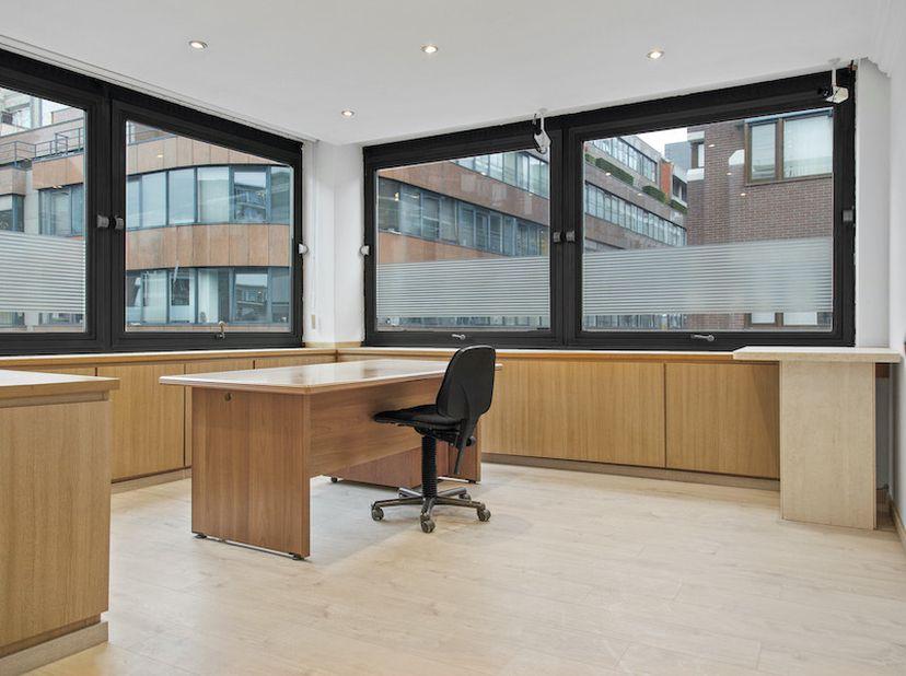 Bureaux entièrement équipés sur la Lange Herentalsestraat 62, au cœur du Diamond District, de 12 à 25 m², équipés de tout le confort moderne: un