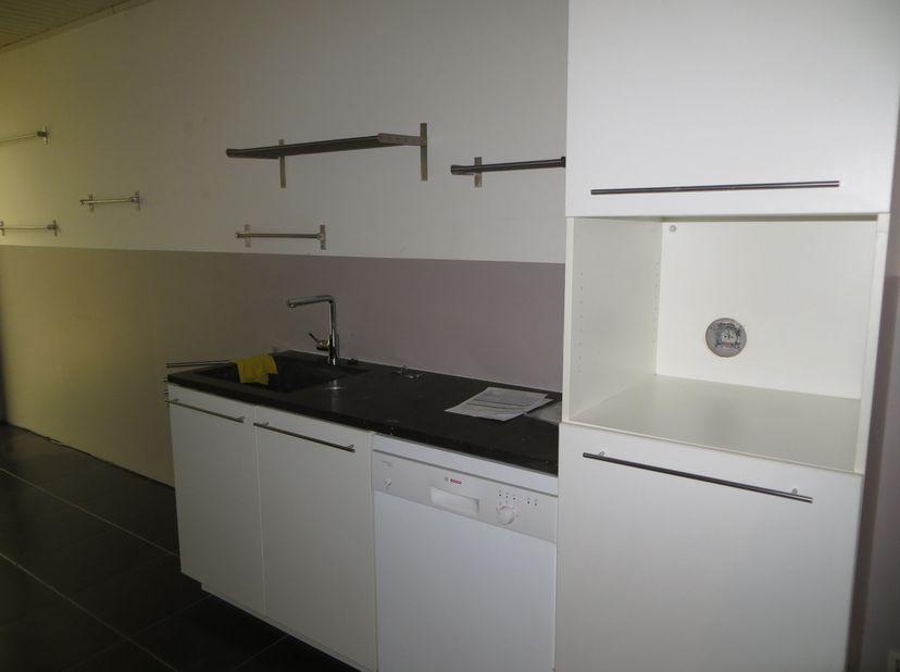 Immeuble de rapport avec 3 appartements<br /> Propriété divisée en 3 appartements : ***Appartement Rez-de-chaussée. : Bel appartement spacieux, hall d