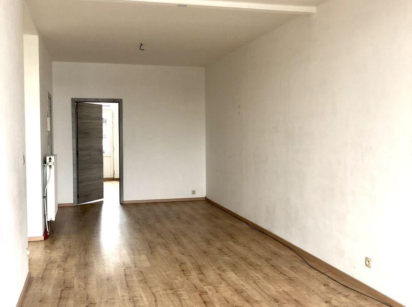 TE HUUR : Appartement 2slpk. / 2e & bovenste verdiep<br /> <br /> Cruyslei Antwerpen <br /> <br /> Centraal gelegen licht appartement met veel groen i