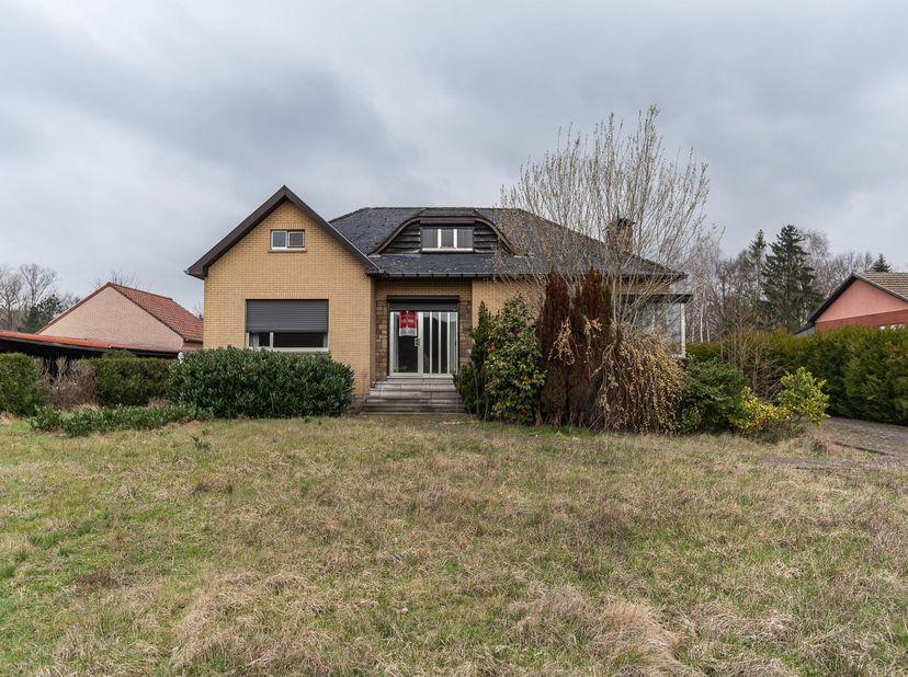 Een woonhuis gelegen te 3583 Beringen (Paal), Schaffensesteenweg 200, gekadastreerd sectie D nummer 1119B P0000, groot 23a78ca.  <br /> Indeling:  <b