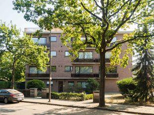 Dit instapklare appartement ligt nabij het centrum van Wilrijk. Tal van winkels, parken, scholen, invalswegen en openbaar vervoer bevinden zich op een