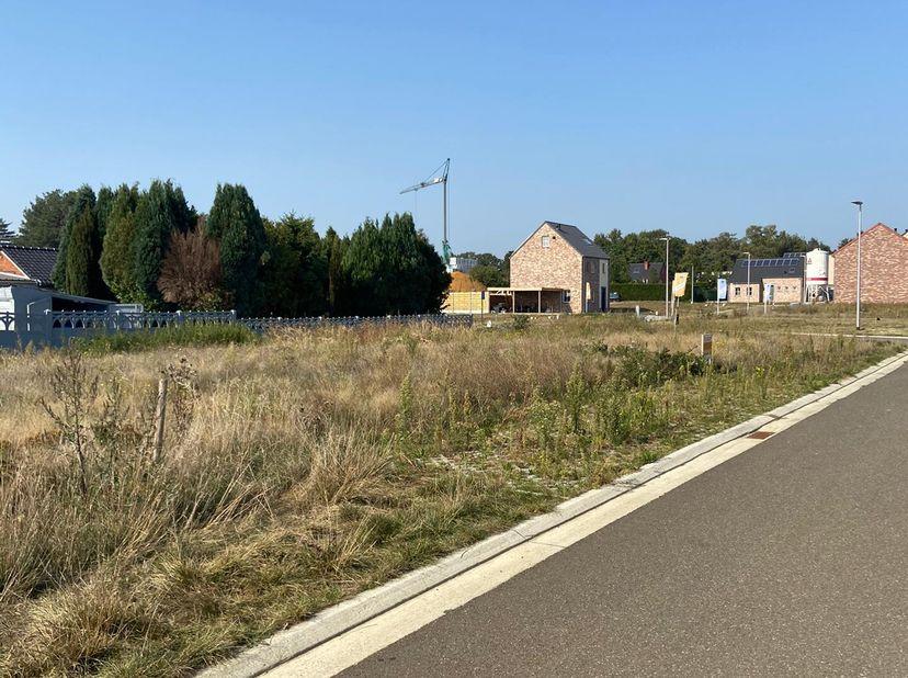 "Lot 45: verkaveling Helderbeekstraat te Koersel – Grond ""Op de Schrikheide""<br /> Bebouwing: open<br /> Grond opp.: 5a57<br /> Perceel breedte: 15.00m"
