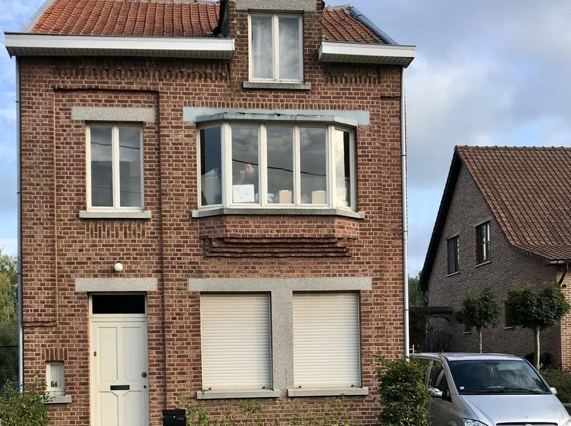 Mooi herenhuis te koop in het landelijke Koninksem.<br /> <br /> STERKE PUNTEN: <br /> - op 10 min wandelafstand van de oudste stad van België, Tonger