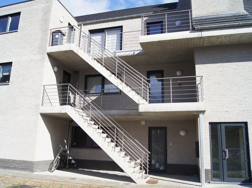 Mol, Bossestraat 102: ruim en energiezuinig gelijkvloers appartement, op wandelafstand van station en centrum van Mol.<br /> Indeling: inkomhal, apart