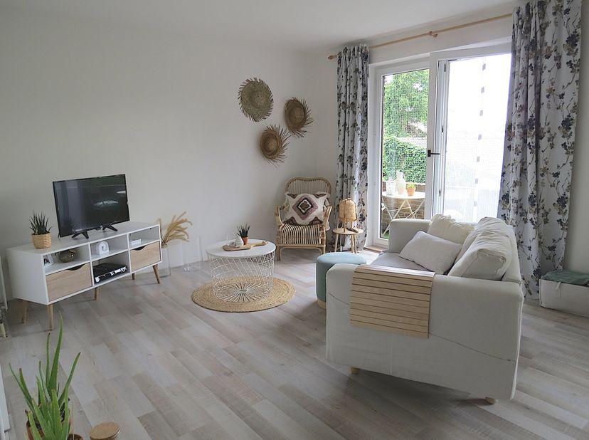 VERKOCHT!<br /> Dichtbij het centrum van Maasmechelen treffen we dit gerenoveerd appartement gelegen op het eerste verdiep. Via de gemeenschappelijke