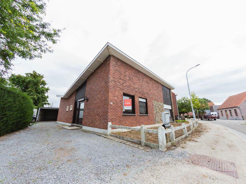 Vrijstaande, te renoveren bungalow met zeer goede ligging. <br /> Kadastraal gekend onder sectie A, nummer 661M, met een oppervlakte van 367 vierkante