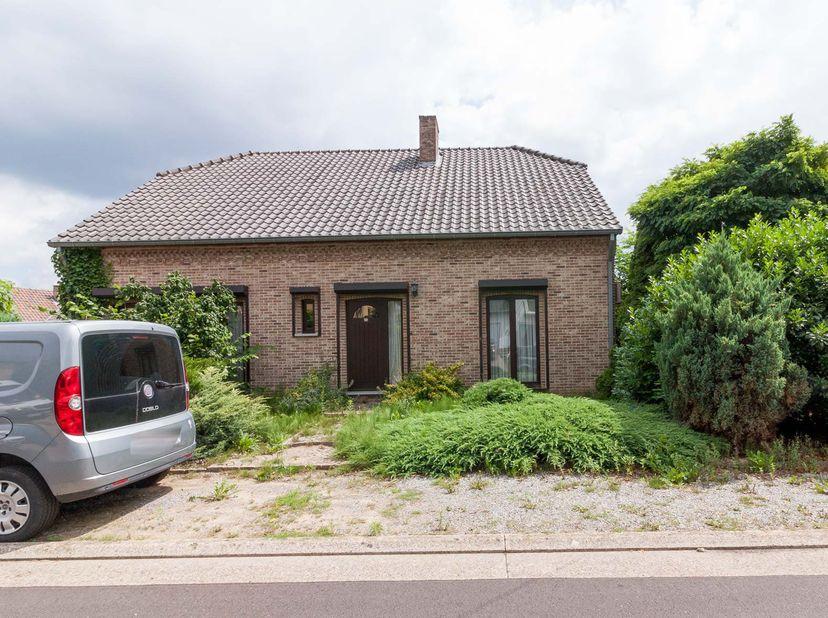 Instapklare woning, gelegen in een doodlopend straatje te Jeugdstraat 46 Beringen.  <br /> Woning beschikt over een woonkamer, keuken, 3 slaapkamers,