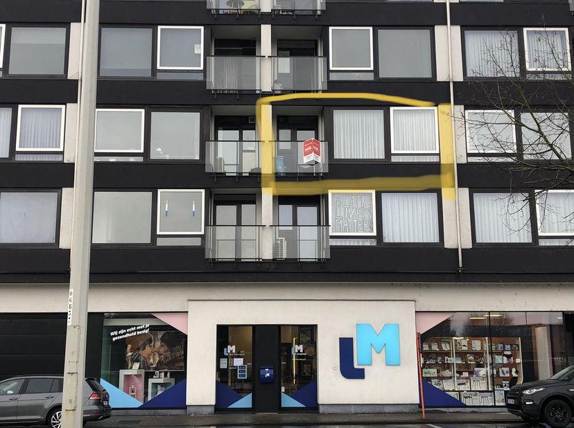 BIDDIT<br /> GOED GELEGEN APPARTEMENT<br /> Appartement in de residentie Florida, op de 2e verdieping, vlakbij het centrum van Eeklo en het station.<b