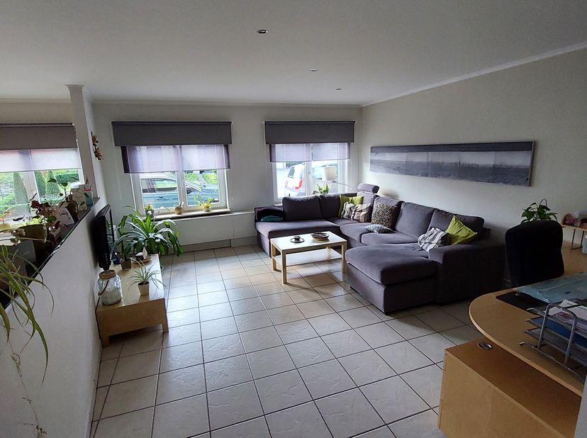 Het is een ruim appartement gelegen nabij het centrum van Houthalen.<br /> Er zijn twee slaapkamers waarvan één met een groot raam dat uitkijkt op de