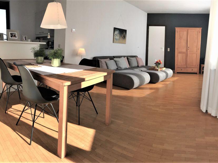 OPTION<br /> Appartement agréable et lumineux avec une grande terrasse bien exposée.<br />  <br /> Par les escaliers ou l'ascenseur, vous accédez au p