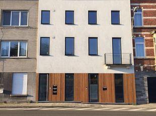 Dit lichtrijke appartement (90m²) op wandelafstand van Gent Dampoort, 5 min fietsafstand van Gent-centrum en vlakbij de oprit van de autostrade is eno