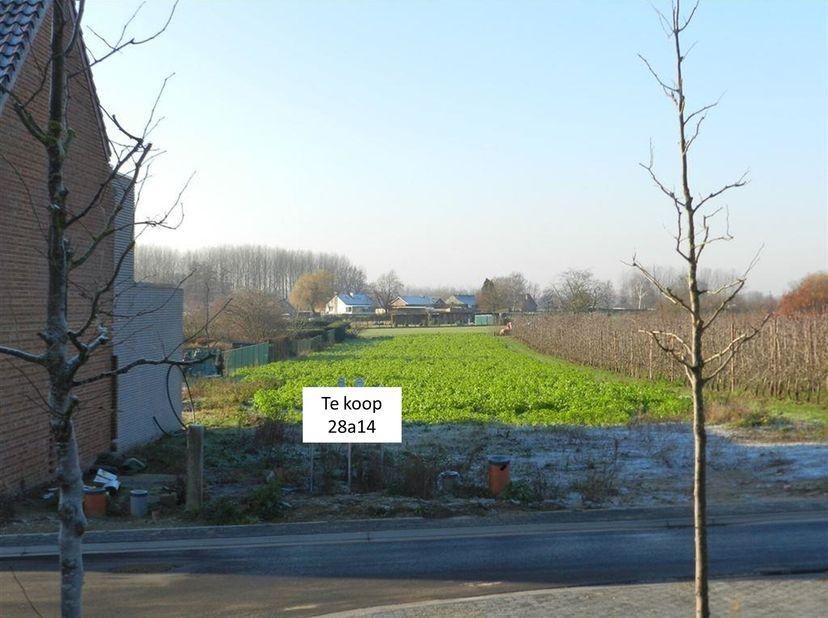 Rustig gelegen unieke bouwgrond van 28a14ca <br /> In een rustige groene omgeving met enkel plaatselijk verkeer. <br /> U heeft de mogelijkheid voor e