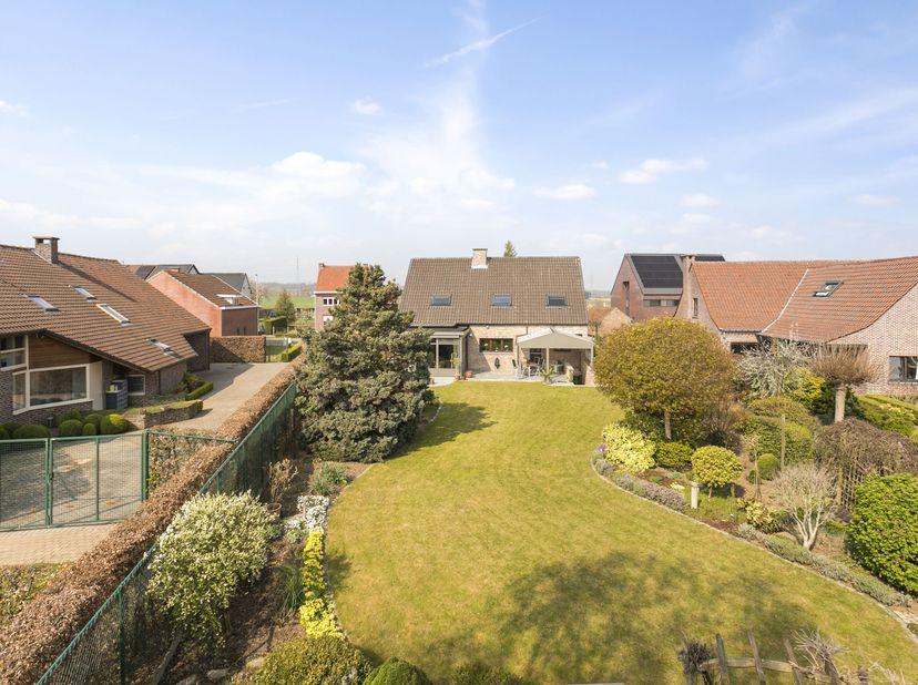 Instapklare, goed onderhouden woning gelegen nabij Leuven.<br /> <br /> De woning dateert van 1990, werd gebouw op een perceel van 1.076 m² en is met
