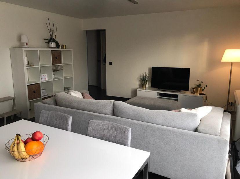 Mooi gerenoveerd appartement te huur te Terboekt, Genk.<br /> 70m2, 1 slaapkamer, keuken met koelkast, vaatwasser, oven en elektrische kookplaat. Ruim