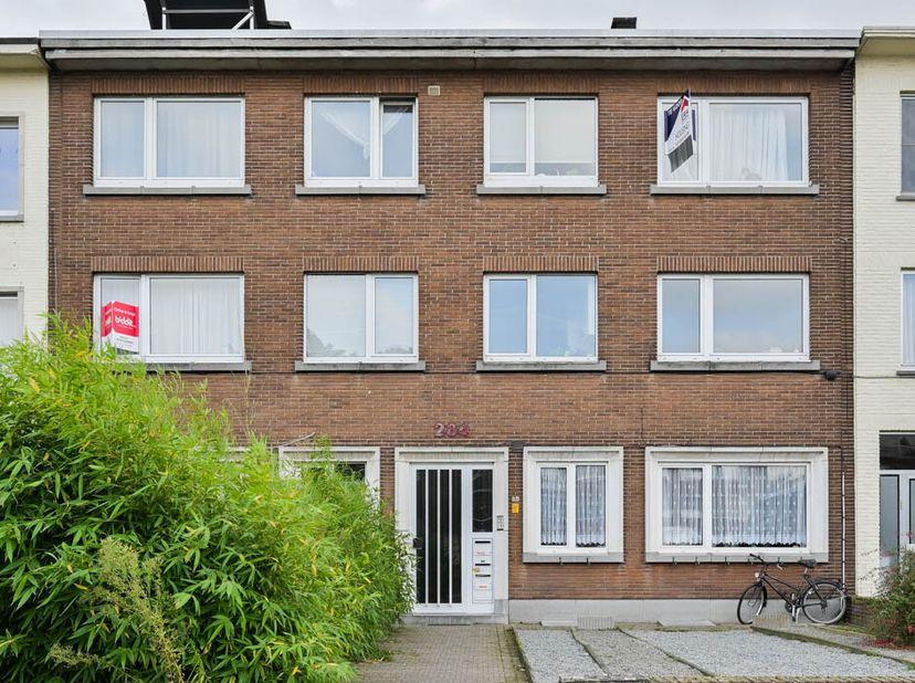 Kwaliteitsvol afgewerkt duplex-appartement op de gelijkvloerse verdieping in de nabijheid van het Rivierenhof.   <br /> Het duplex-appartement is cent