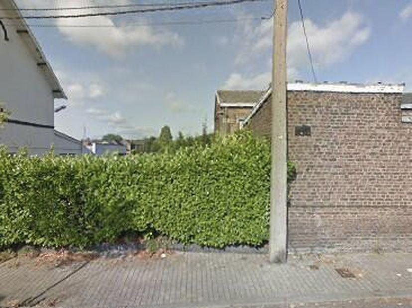 Terrain à Gilly, rue Jean Jaurès (à côté du n°60)<br /> Terrain en zone d'habitat - 2a 46ca - 10m de faça