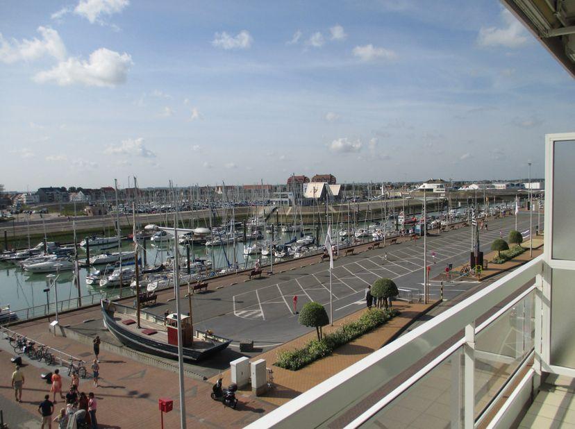 Beschrijving<br /> Instapklaar appartement gelegen aan de Franchommelaan te Blankenberge, ter hoogte van de paravang en de jachthaven. In dit hoekappa