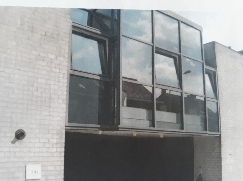 Modern, atypisch appartement te huur aan 735€/maand. 1 of 2 slpk afhankelijk van inrichting. Geen gemeenschappelijke kosten, geen jaarlijkse onderhoud