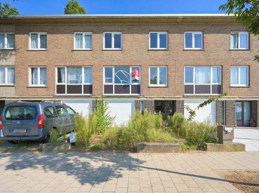 EPC 204 kWh/m², KI 964 EUR, oppervlakte 189,16 m². Gelijkvloers: hal, garage, berging, terras, tuin; 1e verdieping: living, wc, keuken, terras; 2e ver
