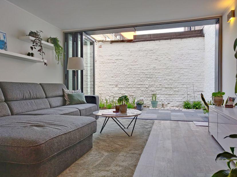 Unieke parel (in 2014 gerenoveerd door architect) met veel aandacht voor lichtinval, ruimtegevoel en respect voor authentieke elementen.<br /> <br />