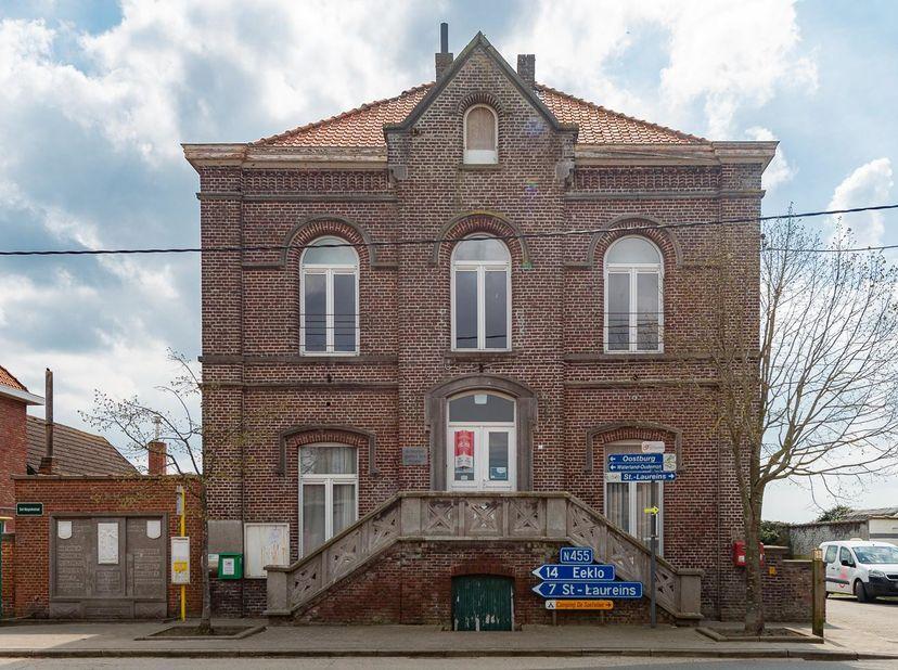 BIDDIT<br /> VOORMALIG GEMEENTEHUIS VAN SINT-MARGRIETE<br /> Zeer goed en centraal gelegen eigendom met tuin te Sint-Laureins, deelgemeente Sint-Margr