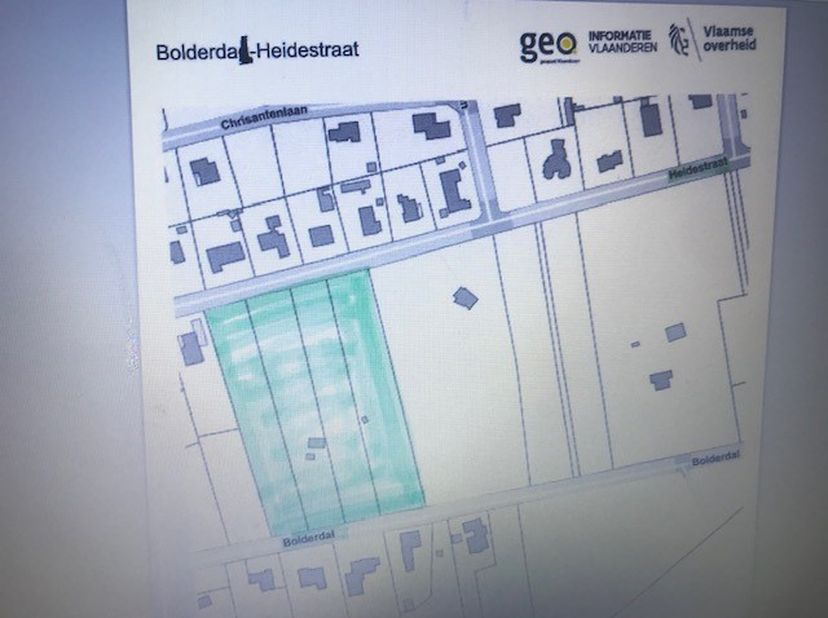 4 percelen bosgrond tussen de Heidestraat en Bolderdal.<br /> Mooi rechtlijnig en rechthoekig stuk grond, goed toegankelijk langs 2 kanten: Heidestraa