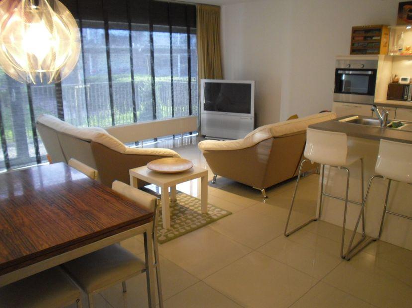 """UIT DE HAND TE KOOP : 83 m² appartement + 10m² terras + auto standplaats. residentie """"De Roshaeg"""". Bouwjaar 2008.  Volledig instap klaar. Zeer mooie a"""