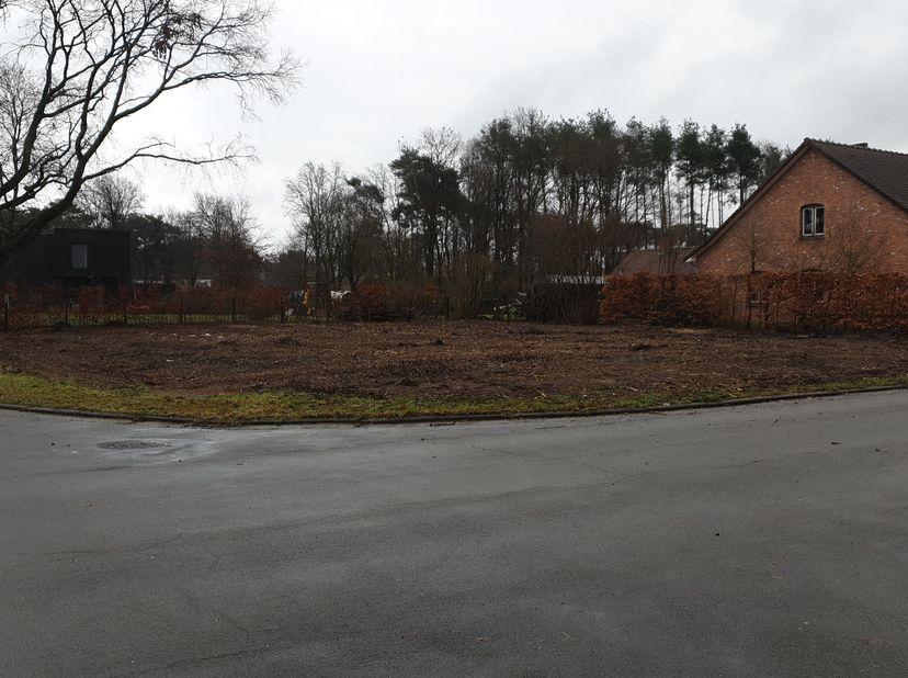 Open bouwplaats op een residentiële locatie. <br /> Hoekperceel van in totaal 7a7ca<br /> Hoek Kraanstraat - Pater Vanduffelstraat in Overpelt Lindel<