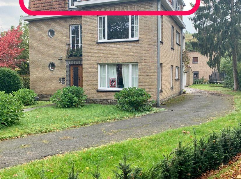 Charmant en verzorgd  appartement op 2v in residentiële wijk op 2km van stadscentrum. <br /> Appartement bevindt zich in kleine residentie met nog 2 o