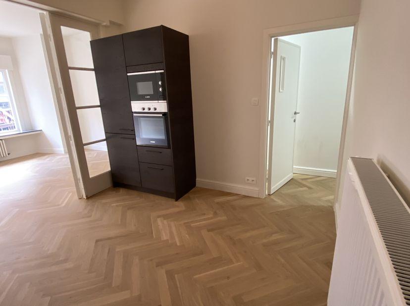 Volledig verbouwd appartement op toplocatie<br /> <br /> Kwalitatief verbouwd appartement (2021) met een bewoonbare oppervlakte van 70 vierkante meter