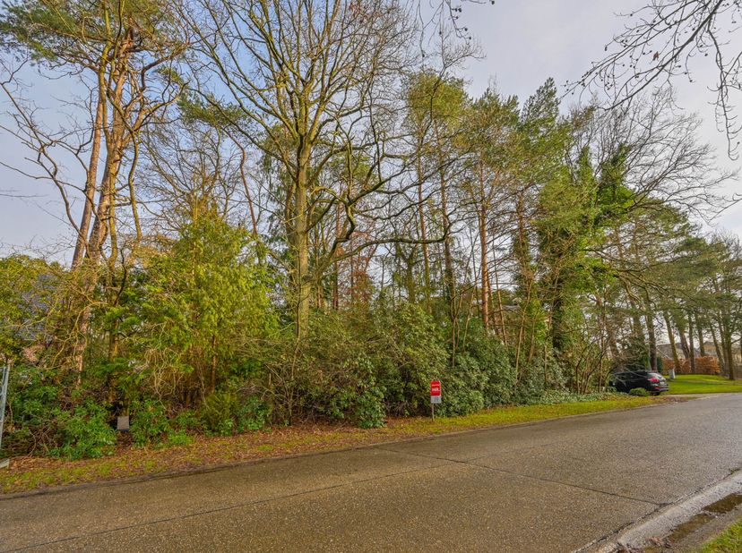 perceel grond gelegen te Schilde, aan de Eugeen Van de Vellaan, met een oppervlakte van 2.079 m², gelegen in gebied met als bestemming Woonpark,