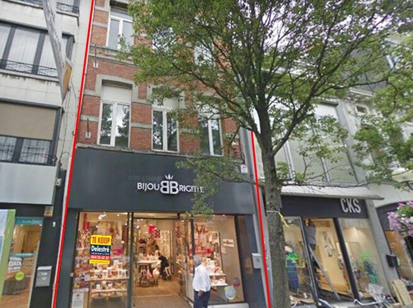 Karaktervolle investeringseigendom te koop, gelegen in het centrum van Turnhout. Deze eigendom bestaat uit een handelsgelijkvloers van ca. 120 m² + 3