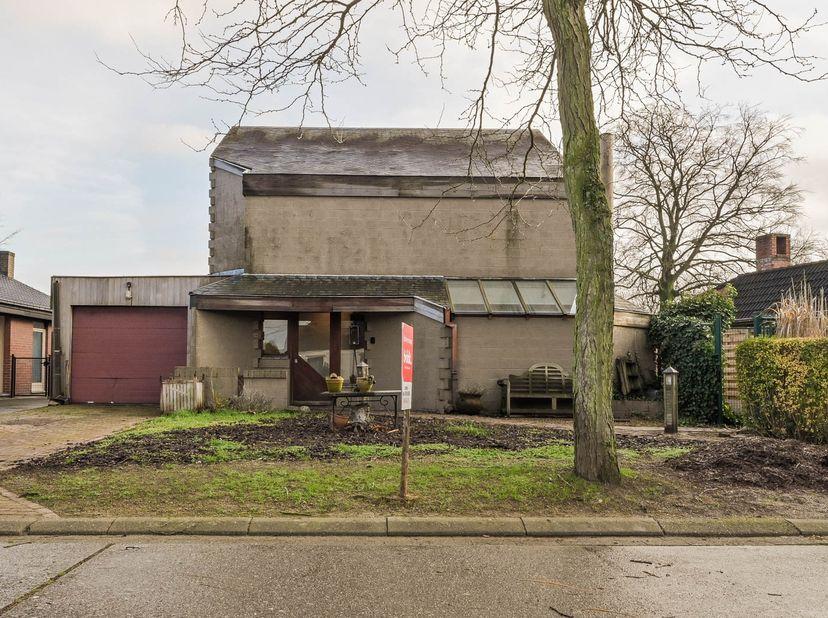 Rustig gelegen woning in een doodlopende straat. <br />   <br /> Notaris Marc Verlinden te Westerlo, met tussenkomst van notaris Mayke Op de Beeck t